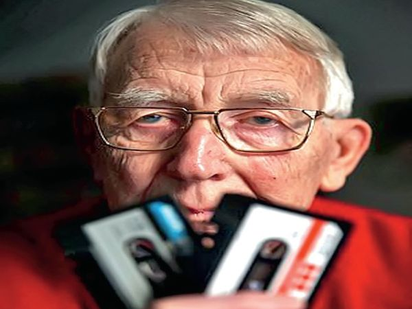 The Dutch inventor of audio cassettes Lou Ottens died at the age of 94, the first cassette he had made in 1963, which is estimated to have sold 10,000 million cassette tapes worldwide by now.  - Dainik Bhaskar