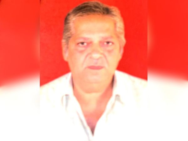 63-year-old Harish Panchal reached the health center on Friday.  During this time, he collapsed and his head got hurt. - File photo - Dainik Bhaskar