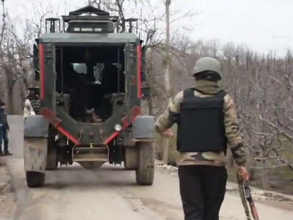 इलाके की घेराबंदी कर सर्च ऑपरेशन चलाया जा रहा है।