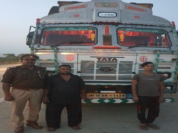 पुलिस ने सजेती गैंगरेप मामले में ट्रक के ड्राइवर को भी पकड़ लिया। उससे पूछताछ की जा रही है। - Dainik Bhaskar