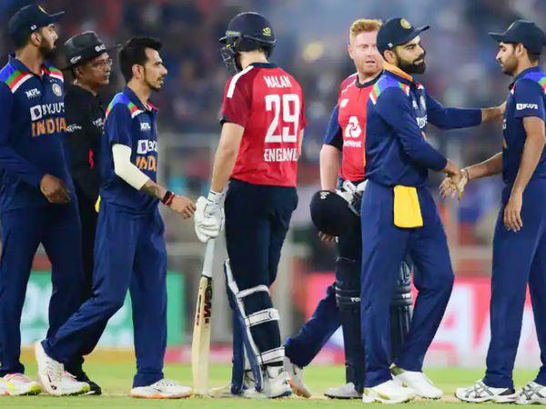 भारतीय टीम पर दूसरे टी-20 में स्लो ओवर रेट की वजह से मैच फीस का 20% जुर्माना लगाया गया है। - Dainik Bhaskar