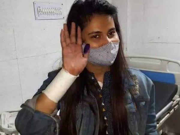 अंकिता सिंह को लखनऊ के सिविल अस्पताल में भर्ती किया गया है। अब उनकी हालत स्थिर बताई जा रही है।