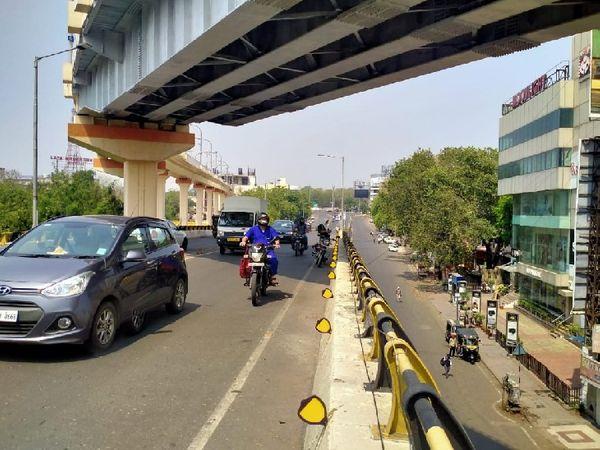 सुबह के समय नागपुर की सड़कों पर नौकरीपेशा लोगों की थोड़ी भीड़ नजर आई है। एक-दो घंटे बाद सन्नाटा गहरा गया।