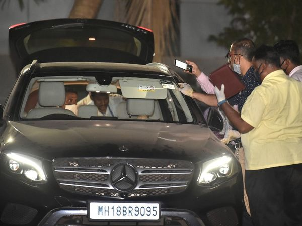 NIA की जांच में सामने आया है इसी कार में आखिरी बार मनसुख हिरेन और सचिन वझे मिले थे।