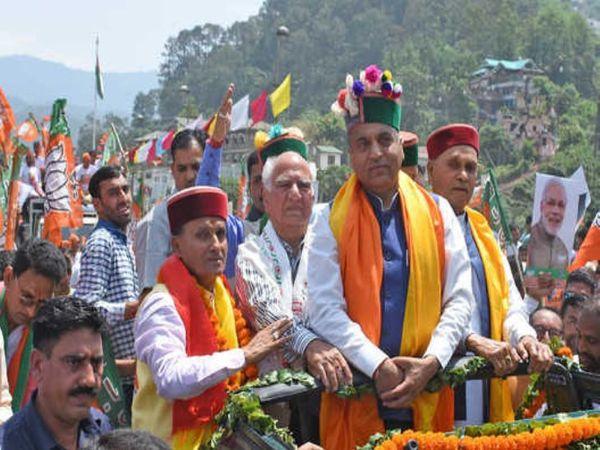 मुख्यमंत्री जयराम ठाकुर के साथ कार्यक्रम में शामिल होते राम स्वरूप शर्मा।