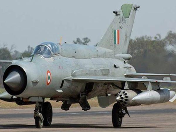 एयरफोर्स का MiG-21 बायसन ने जैसे ही सेंट्रल इंडिया के एयरफोर्स बैस से उड़ान भरी वह दुर्घटनाग्रस्त हो गया। (फाइल) - Dainik Bhaskar