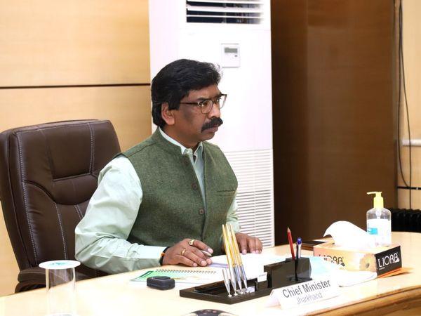 CM हेमंत सोरेन ने कहा कि हमलोगों की जो भौगोलिक स्थिति है। वह काफी उतार-चढ़ाव वाला है। प्रखंडों के बीच में काफी दूरियां है। (फाइल) - Dainik Bhaskar