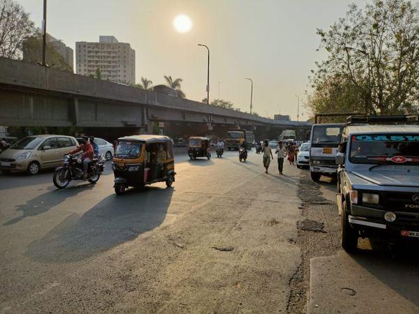 पुणे के औंध इलाके में दिन के समय सड़कें खाली नजर आईं।