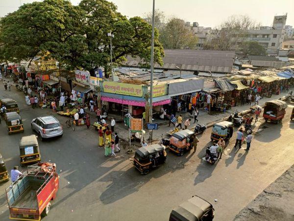हड़पसर इलाके में आम दिनों में भारी भीड़ नजर आती है।