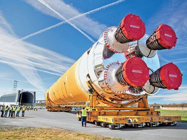 नासा बगैर इंसान के चंद्रमा पर जाने की तैयारी कर रहा है। इस मिशन का नाम आर्टेमिस है। - Dainik Bhaskar