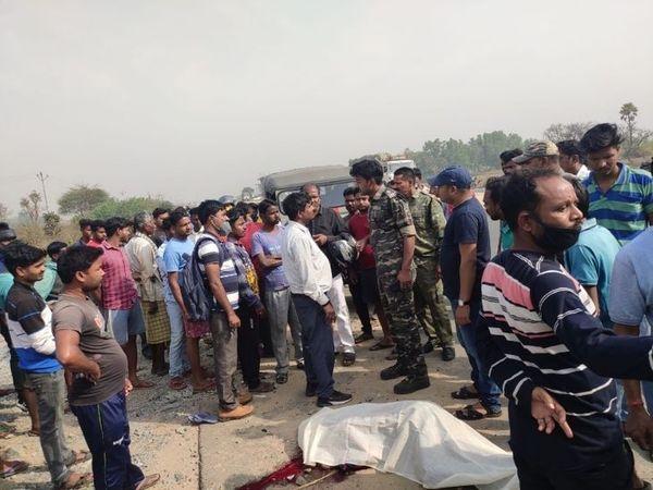 घर से दो किलोमीटर दूर होटल में काम करने जा रहे थे। छोटी पुलिया को पार करने के दौरान हुआ हादसा। - Dainik Bhaskar