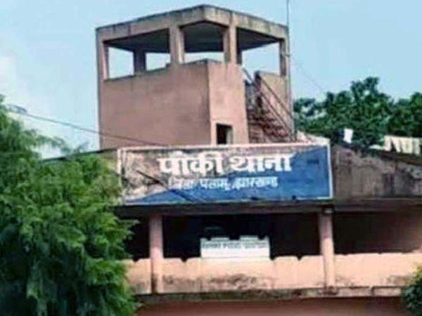 घटना पांकी थाना क्षेत्र के केकरगढ़ पंचायत के मतनाग गांव में हुई। - Dainik Bhaskar