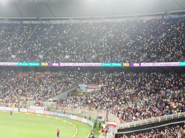 सीरीज के शुरुआती 2 मैच में 50% यानी 67,200 दर्शकों को स्टेडियम में एंट्री मिली थी। लॉकडाउन के बाद कोरोना के बीच खेले गए किसी भी क्रिकेट मैच में यह एक रिकॉर्ड था।