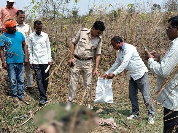 घटना की सूचना के बाद मौके पर पहुंची पुलिस शव को पाेस्टमार्टम के लिए भेजवा कर मामले की जांच में जुट गई है। - Dainik Bhaskar