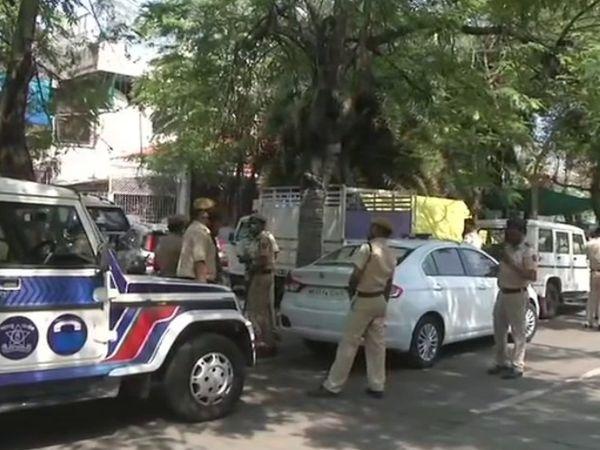 मुंबई पुलिस के पूर्व पुलिस कमिश्नर परमबीर सिंह की चिट्ठी के बाद विवादों में घिरे महाराष्ट्र के गृह मंत्री अनिल देशमुख के नागपुर में आवास के बाहर सुरक्षा बढ़ा दी गई है।
