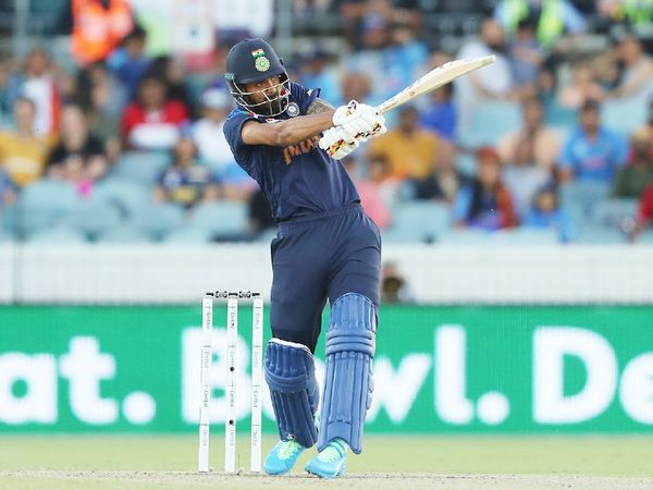 भारतीय ओपनर लोकेश राहुल सीरीज में पूरी तरह फ्लॉप रहे। दो बार खाता भी नहीं खोल सके। 4 मैच में उन्होंने सिर्फ 15 रन ही बनाए। आखिरी मैच में उन्हें बाहर भी कर दिया गया था।