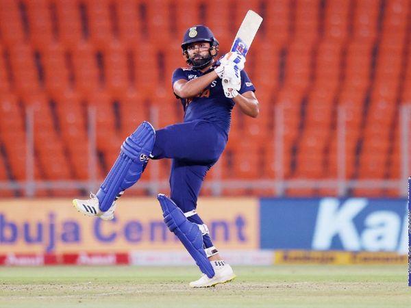 रोहित शर्मा ने आखिरी मैच में 34 बॉल पर 64 रन की पारी खेली। सीरीज में उन्होंने 3 मैच खेले, जिसमें 30.33 की औसत से 91 रन बनाए। एक फिफ्टी भी जड़ी।