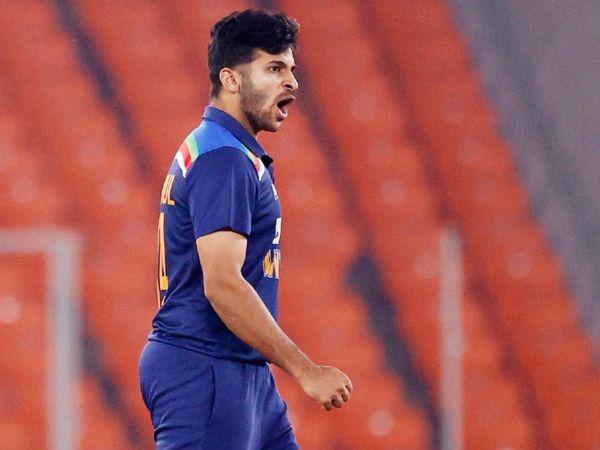 भारतीय तेज गेंदबाज शार्दूल ठाकुर आखिरी दो मैच में जीत के हीरो रहे। उन्होंने दोनों मैच के आखिर में एक ओवर में 2-2 विकेट लेकर मैच का रुख पलटा और टीम को जीत दिलाई।