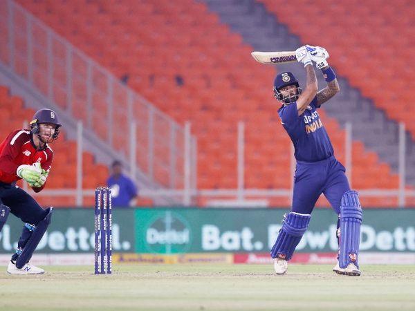 सूर्यकुमार यादव ने दूसरे मैच से डेब्यू किया, लेकिन उन्हें बल्लेबाजी नहीं मिली थी। अगले मैच में उन्हें बाहर कर दिया था। चौथे मैच में उन्हें फिर मौका मिला, तो उन्होंने फिफ्टी जड़ी।