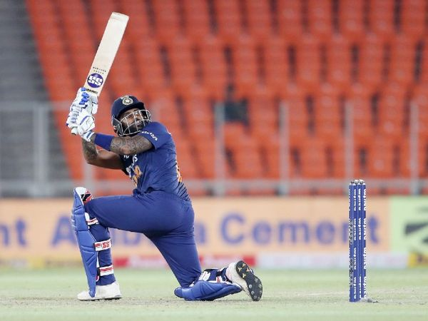 सूर्यकुमार ने आखिरी और निर्णायक मैच में 17 बॉल पर 32 रन बनाए। सीरीज में उन्होंने 3 मैच खेले, जिसमें 44.50 की औसत से 89 रन बनाए।