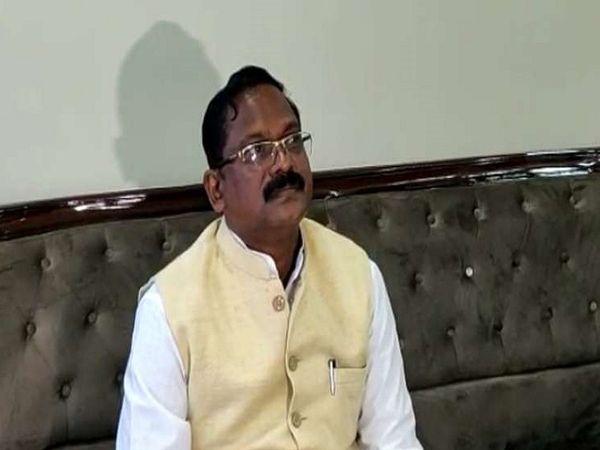खाद्य मंत्री अमरजीत भगत ने भाजपा के आरोपों को बेबुनियाद बताया है। उन्होंने भाजपा नेताओं को चुनौती दी है।