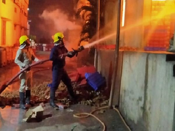 Bhilai Fire Accident Update; Fierce Fire In A Soap Factory, Fire Tenders Were Controlled In 7 Hours, Loss Of 3 Crore | सोप फैक्ट्री में लगी भीषण आग, 5 किमी दूर से दिखाई दे रही थी आग की लपटें; दीवार तोड़कर 7 घंटे में पाया काबू