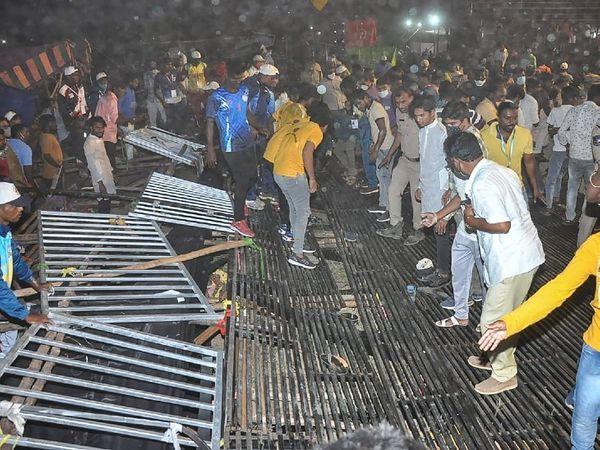 47 वीं जूनियर नेशनल कबड्डी चैंपियनशिप के शुरू होने से ठीक पहले यह दुर्घटना हुई। मैच देखने के लिए गैलरी में बैठे सारे लोग अचानक नीचे आ गिरे। - Dainik Bhaskar