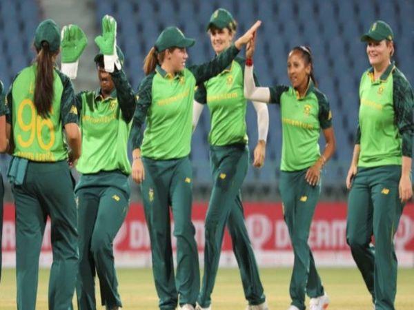 साउथ अफ्रीकी वुमन टीम ने लखनऊ में खेले गए दूसरे टी-20 मैच में 6 विकेट से हराया। इसके साथ ही अफ्रीकी टीम पहली बार भारतीय टीम से टी-20 सीरीज जीतने में सफल हुई है। - Dainik Bhaskar