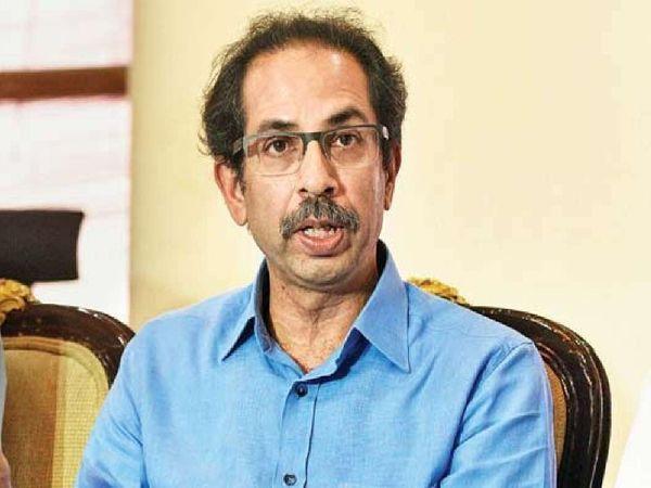 मुख्यमंत्री उद्धव ठाकरे ने राज्य के आला अधिकारियों के साथ अपने सरकारी आवास पर बैठक की थी। इसके कुछ घंटे बाद ही गृह मंत्री अनिल देशमुख भी सीएम से मिलने पहुंचे थे। इन दो बैठकों के बाद ही पुलिस विभाग में यह बदलाव किया गया है। - Dainik Bhaskar