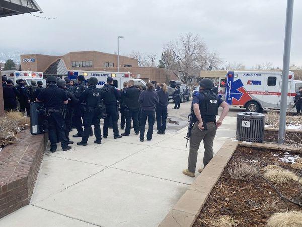 मौके पर भारी संख्या में सुरक्षाकर्मी मौजूद हैं और इलाके में सर्च ऑपरेशन चलाया जा रहा है।