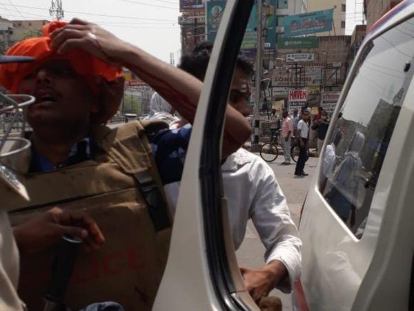 राजद कार्यकर्ताओं ने पुलिस के जवान का सिर फोड़ा।
