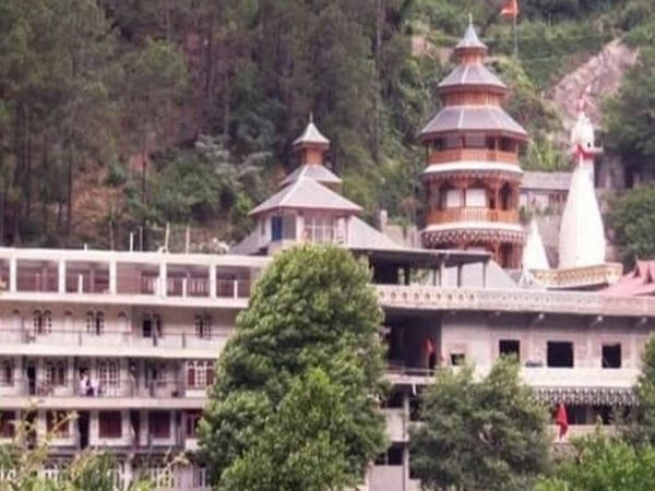 कुल्लू जिला मुख्यालय के निकट स्थित वैष्णो माता मंदिर, जहां सराय में काम करने वाला युवक मृत पाया गया है। - Dainik Bhaskar