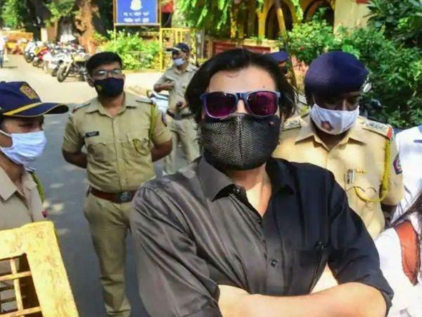 टीआरपी घोटाले के केस में जब अर्नब गोस्वामी से पूछताछ की गई थी, तब उन्होंने सभी आरोपों को झूठा करार दिया था। (फाइल फोटो) - Dainik Bhaskar