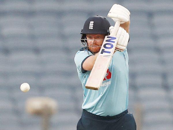 इंग्लैंड के लिए ओपनर जॉनी बेयरस्टो ने 66 बॉल पर 94 रन की पारी खेली। वे नर्वस-90 का शिकार हुए। बेयरस्टो और रॉय के बीच 86 बॉल पर 135 रन की ओपनिंग पार्टनरशिप हुई।