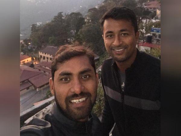 टीम इंडिया के क्रिकेटर प्रज्ञान ओझा के साथ गोपाल कुमार। वे प्रज्ञान ओझा को फिटनेस ट्रेनिंग दे चुके हैं।