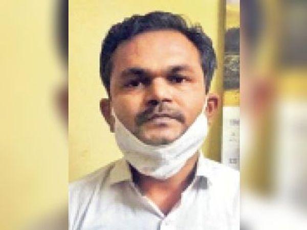 आंवले की छाल की खुली बोली की नीलामी होनी थी। तहसीलदार कल्पेश जैन ने ठेका देने के बदले में 5 लाख रुपए की रिश्वत मांगी थी।