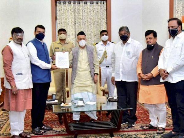 भाजपा के सभी वरिष्ठ नेताओं ने बुधवार को राज्यपाल भगत सिंह कोश्यारी से मुलाकात कर महाराष्ट्र सरकार के खिलाफ 100 सवालों की एक लिस्ट सौंपी थी। - Dainik Bhaskar