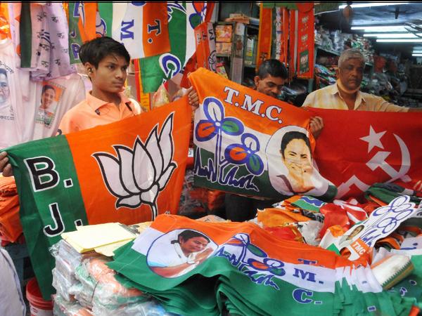 चुनावी राज्यों तमिलनाडु, केरल और पुडुचेरी में 6 अप्रैल को वोटिंग होगी। असम में 3 फेज और पश्चिम बंगाल में 8 चरणों में वोट डाले जाएंगे। सभी जगह वोटों की गिनती 2 मई को होगी। - Dainik Bhaskar