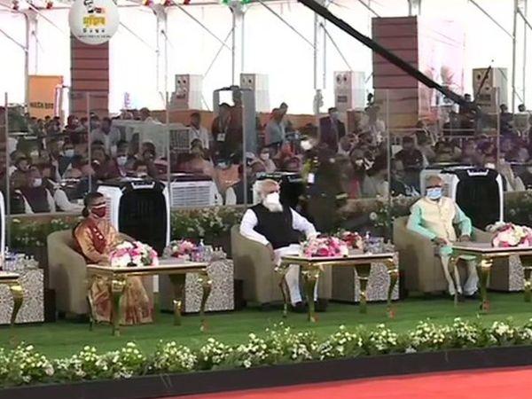 ढाका के नेशनल परेड स्क्वॉयर में आयोजित बांग्लादेश के नेशनल डे प्रोग्राम में PM मोदी।