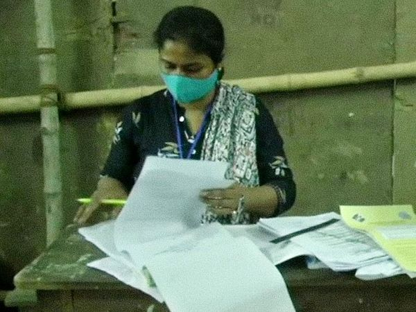 असम और बंगाल को मिलाकर आज कुल 77 सीटों पर मतदान हो रहा है।