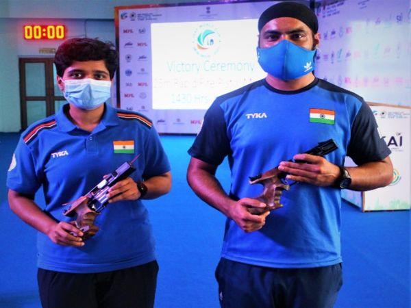 दिल्ली में चल रहे शूटिंग वर्ल्ड कप में 25 मीटर एयर पिस्टल रैपिड फायर मिक्स्ड इवेंट में अशोक अभियंदा पाटिल और गुरप्रीत सिंह की जोड़ी ने सिल्वर मेडल जीता।