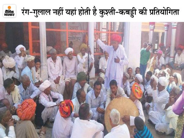 महोत्सव में ख्याल दंगल के दौरान ग्रामीण फाइल फोटो - Dainik Bhaskar