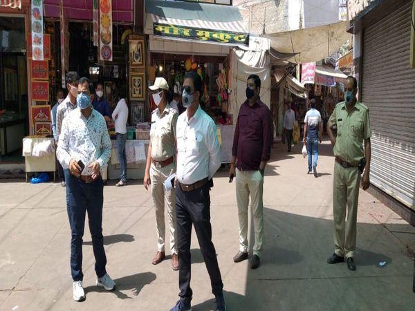 खाटू एसडीएम ने रविवार को आधे कस्बे को कंटेनमेंट जोन बनाने के आदेश दिए। - Dainik Bhaskar