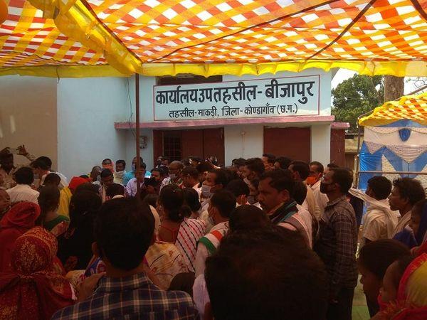 यह आलत तब है जब कोंडागांव जिले में 5 से ज्यादा लोगों को जमा होने की इजाजत नहीं।