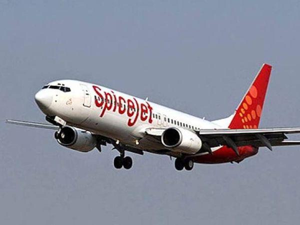 स्पाइसजेट के विमान ने नई दिल्ली से 2 बजकर 22 मिनट पर वाराणसी के लिए उड़ान भरी थी।