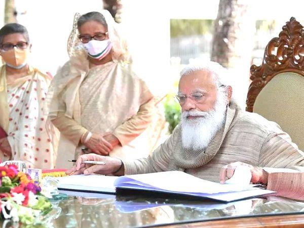 मोदी 26 मार्च को दो दिन के दौरे पर ढाका पहुंचे थे। वे बांग्लादेश की स्थापना की 50वीं वर्षगांठ और बंगबंधु शेख मुजीबुर रहमान की जन्मशती पर आयोजित कार्यक्रम में शामिल हुए।