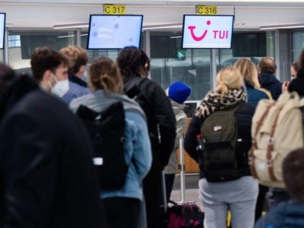 फोटो जर्मनी के हनोवर एयरपोर्ट की है। जर्मन सरकार ने देश में आने वाले सभी पैसेंजर्स के लिए कोविड-19 निगेटिव रिपोर्ट अनिवार्य कर दी है।