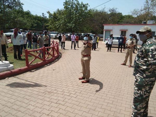 गुंडे बदमाशों को अपराध से दूर रहने वाली पुलिस ने निर्दिष्ट किया है।