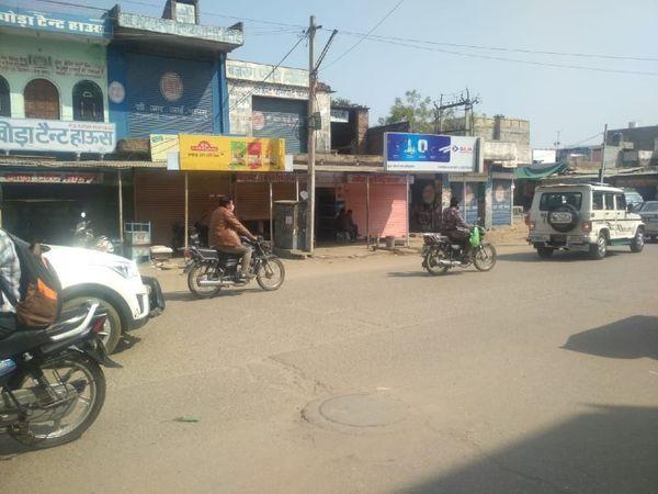 जयपुर में जगतपुरा इलाके का नजारा, सामान्य दिनों की तुलना में गर्मी के कारण लोगों की आवाजाही कम हो गई। - Dainik Bhaskar