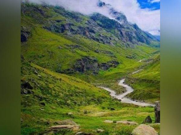 कुल्लू जिले के खीरगंगा में स्थित ट्रैकिंग रूट, जहां एक पर्यटक युवक की मौत हो गई। - Dainik Bhaskar